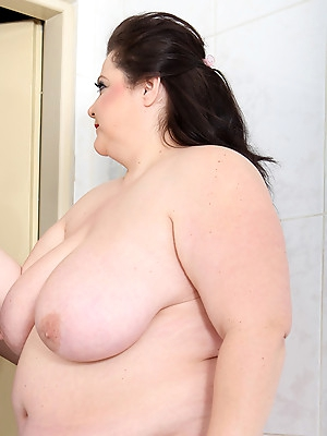 BBW sexy pictures made at home.