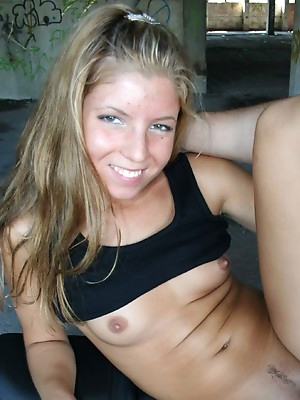 Amateur porn videos and amateur photos with naked amateur blondes, blondes sucking and fucking cocks in all positions. Blonde amateur sex pictures.
