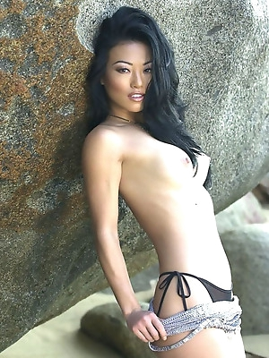 Great Asian chicks play sweet wet pussy. They like big cocks, make asian selfshots and lick their fingers.
