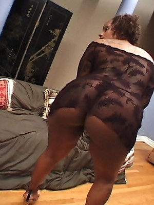 Pregnant amateur women plays naughty clits.